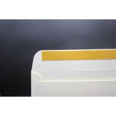Конверт из дизайнерской бумаги FABRIA микровельвет слоновая кость (плотность 240 гр.) формат С4, 10 штук в упаковке.Цена за 1 упаковку.